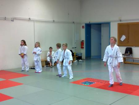 Jessika (2. von links) mit ihrer Trainingsgruppe